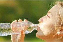 Обильное питье восстанавливает водный баланс в организме.