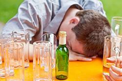 Чрезмерное употребление алкоголя.