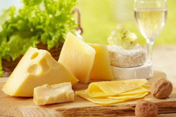 Сочетание вина с сыром, виноградом и орехами