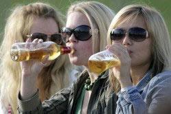 Распитие спиртных напитков женщинами