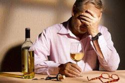Употребление алкоголя приводит к головным болям