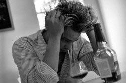 Алкоголизм приводит к деградации личности