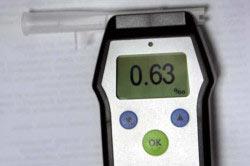 Alcotest 6810 измеряет количество паров спирта в выдыхаемом воздухе