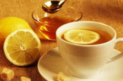 Чай с медом и лимоном.