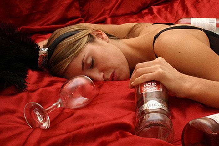 Женский алкоголизм причины в россии как узнать о болезнь алкоголизм