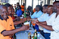 Обитатели Танзании за праздничным столом