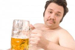 Проявление ожирения у людей, пьющих пиво