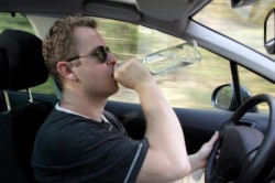 Принятие спиртных напитков в автомобиле