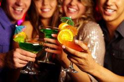 Распитие алкогольных напитков в компании