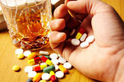 Принятие алкоголя вместе с таблетками крайне нежелательно
