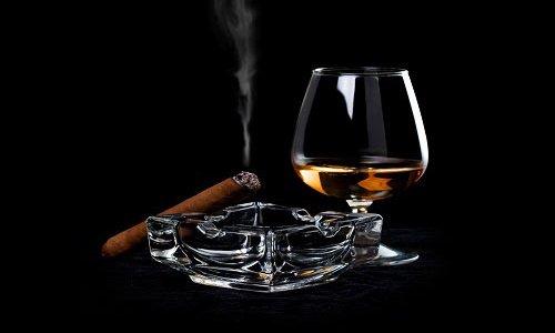 Распитие спиртных напитков, табакокурение