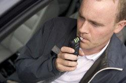 Проверка шофера на алкотестере
