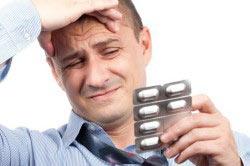 мужчина с таблетками