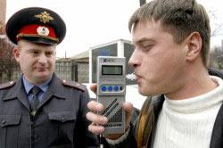Проверка водителя на алкотестере