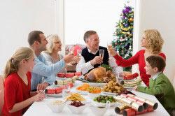 Семейное застолье - элемент приобщения подростка к алкоголю