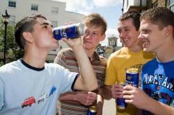 Подростки в алкогольном опьянении